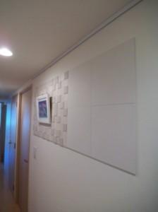 リビングで余った材料を廊下にも施工しました。